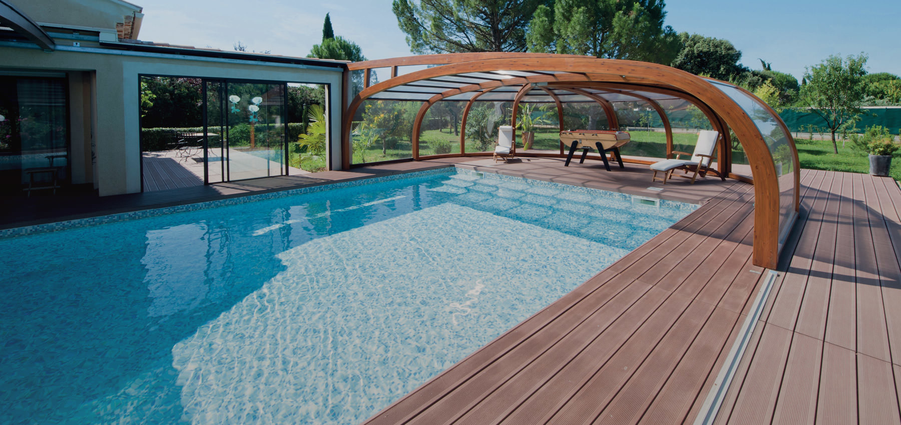 Abri piscine bois lamell coll good charpente de type for Abris piscine bois