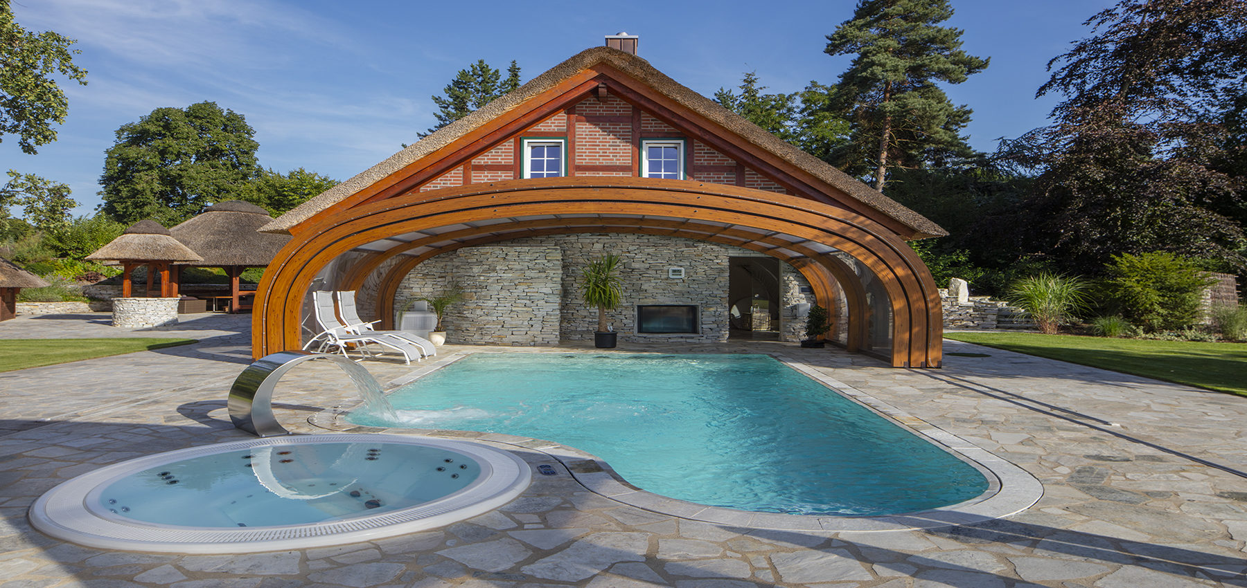 sun abris la r f rence de l 39 abri piscine bois. Black Bedroom Furniture Sets. Home Design Ideas